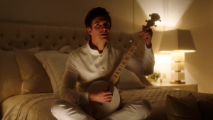 dan stevens plays the banjo