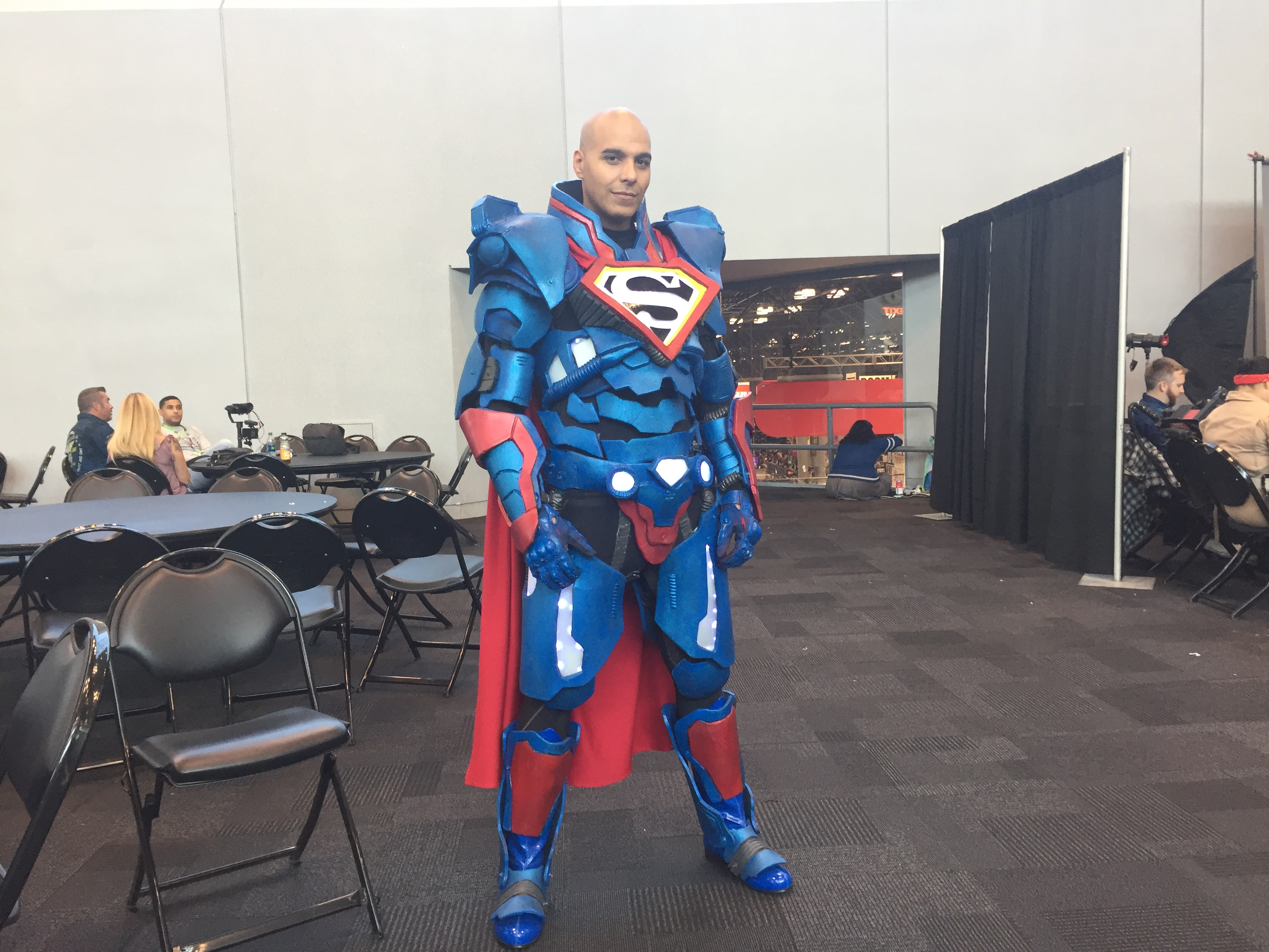 Armored Superman at 2017 New York Comic Con.jpg